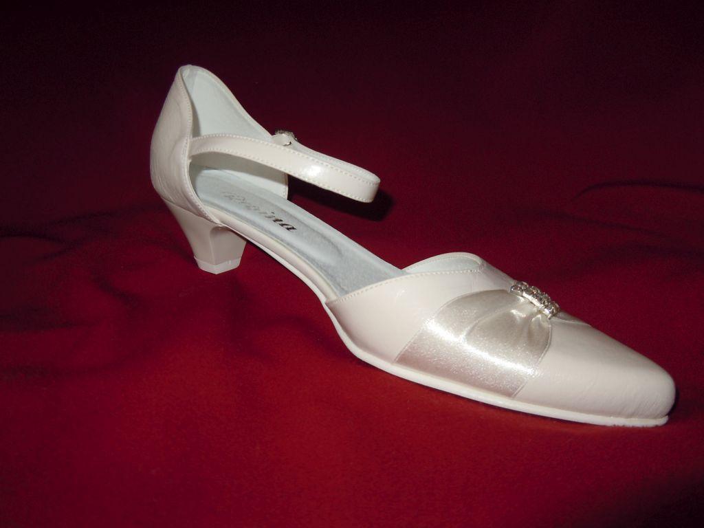 kata_ruhaszalon_cipok_33 Cipők